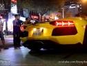 Dùng Lamborghini 25 tỷ để mồi thuốc lá