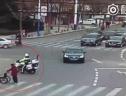 Chiến sĩ cảnh sát giao thông khiến dân mạng cảm phục