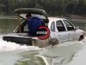 Thợ máy Trung Quốc chế tạo chiếc xe lội trên sông nước
