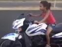 Những bé gái gây sốc khi điều khiển mô tô điêu luyện (P3)