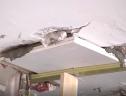 Chung cư cao cấp ở TP.HCM tự vỡ tường, hệ thống chữa cháy bất cập
