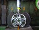 Dưới áp lực 150 tấn, la zăng hợp kim hay thép có sức chịu đựng tốt hơn?