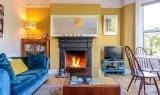 Sofa sắc màu tô điểm cho phòng khách