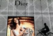 Ông chủ Louis Vuitton muốn sở hữu toàn bộ Dior