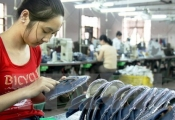 """Lương tối thiểu ở Việt Nam: """"Méo mó"""" vì phải gánh nhiều trọng trách"""