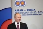 """Ông Putin """"xoay trục"""" sang châu Á giữa vòng kiềm tỏa của phương Tây"""