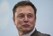 Tỷ phú Richard Branson khuyên ông chủ Tesla 'ngủ nhiều hơn và ngừng luyên thuyên trên Twitter'
