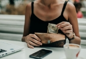 Những lợi ích không ngờ khi dùng tiền mặt