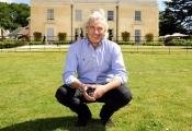 Từ trượt đại học đến trở thành ông chủ khách sạn quyền lực nhất nước Anh