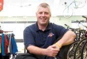 Từ cậu bé sửa xe đạp thành triệu phú: Nếu khách hàng muốn hái sao, hãy đem đến cho họ cả bầu trời!