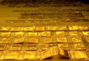 Điểm tin sáng CafeLand: Ngân hàng thu hút dòng tiền nhàn rỗi, giá vàng lại hụt hơi