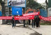 Cư dân Home City xuống đường phản đối chủ đầu tư bịt lối đi xây trường học