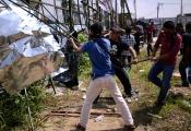 Sợ chung cư thành quận TQ, hơn 100 người dân Malaysia biểu tình