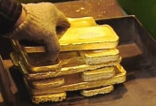 Giá vàng lại bắt đáy mới, thấp nhất 4 tháng