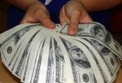 Lý do giá USD ngân hàng tăng vượt 'chợ đen'