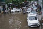 Khẩn cấp chống ngập đường Nguyễn Hữu Cảnh