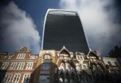 Người châu Á mua bất động sản đắt kỷ lục ở Anh