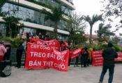 Hà Nội: Cận Tết, người dân nhiều chung cư vẫn căng băng rôn kêu cứu