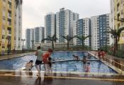 Người dân chung cư Carina Plaza mong sớm được trở về nhà