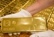 Điểm tin sáng: USD treo cao, vàng quay đầu giảm giá