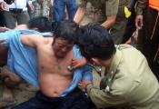 Hải quân Trung Quốc chặn tàu cá Việt Nam bị nạn vào Hoàng Sa tránh bão