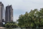 """Ngắm tòa nhà hình """"đĩa trâu"""" đen sì tại Trung Quốc"""