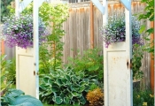 Tận dụng cánh cửa cũ tân trang cho nhà đẹp