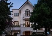 Biệt thự tân cổ điển có sân vườn ấn tượng tại Hà Nội