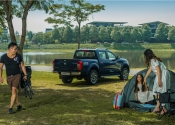 """Chuẩn """"soái ca"""" Minh Tiệp bên gia đình ngày cuối tuần với Nissan Navara"""