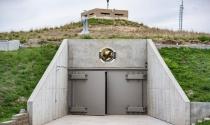Chi hàng triệu đô để trốn COVID-19 trong... hầm chứa tên lửa hạt nhân