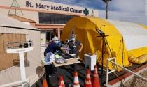 Một ngày sau khi chính thức tiêm vắc xin, California kích hoạt chương trình khẩn cấp, mua thêm túi đựng thi thể