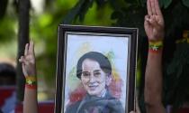 Aung San Suu Kyi lần đầu xuất hiện sau chính biến Myanmar