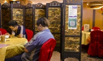 Nhà hàng Hong Kong áp dụng mô hình 'bong bóng vaccine' thúc đẩy kinh doanh