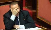 Cựu thủ tướng Italy bị cấm làm chính trị 2 năm