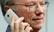 """Motorola Moto X bị """"lộ hàng"""" trên tay Chủ tịch Google"""