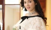 Đại gia Việt đổ tiền tỷ mua kính, váy... giường