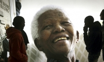 Lãnh tụ Nelson Mandela đã qua đời ở tuổi 95