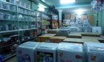 Cửa hàng điện tử nhỏ lao đao