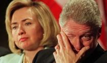 """Vợ chồng Bill Clinton bị """"cháy túi"""" sau khi rời Nhà Trắng"""