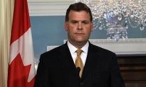 Canada bất ngờ hủy trừng phạt 2 ngân hàng Nga