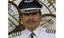 Máy bay AirAsia mất tích: Phi công chọn bay thẳng vào 'xưởng tạo bão'