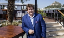 Triệu phú Australia: 'Hãy làm việc chăm chỉ và tránh xa chứng khoán'