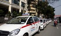 Xăng giảm kỷ lục 7 năm, taxi cam kết giảm cước ít nhất 300 đồng/km
