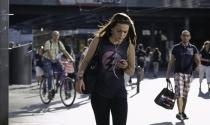 Thái Lan dự định theo dõi khách nước ngoài bằng sim điện thoại
