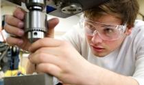 Tỷ phú đa phần học kĩ thuật và bắt đầu với nghề sales