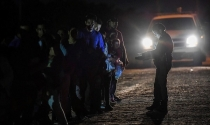 5 tiếng 'đi săn' người nhập cư trái phép phía nam biên giới nước Mỹ