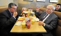 Đại gia Trung Quốc mời Tổng thống Trump dự bữa trưa 4,6 triệu USD với Warren Buffett