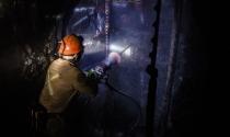 Thế giới kim loại quý tối tăm, nguy hiểm sâu 2 km dưới lòng đất
