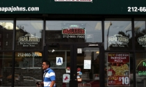 7-Eleven, Domino's và loạt công ty đang 'đỏ mắt' tìm nhân viên