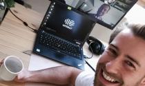 Khoe góc làm việc Hi-tech tại nhà - kẻ 'sống ảo', người thực tế